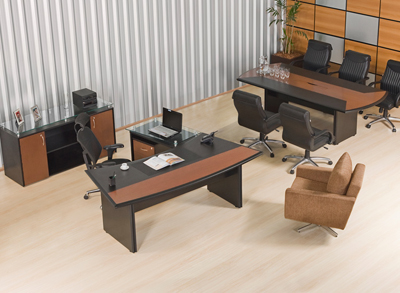 ambiente com mesa diretiva Yatti