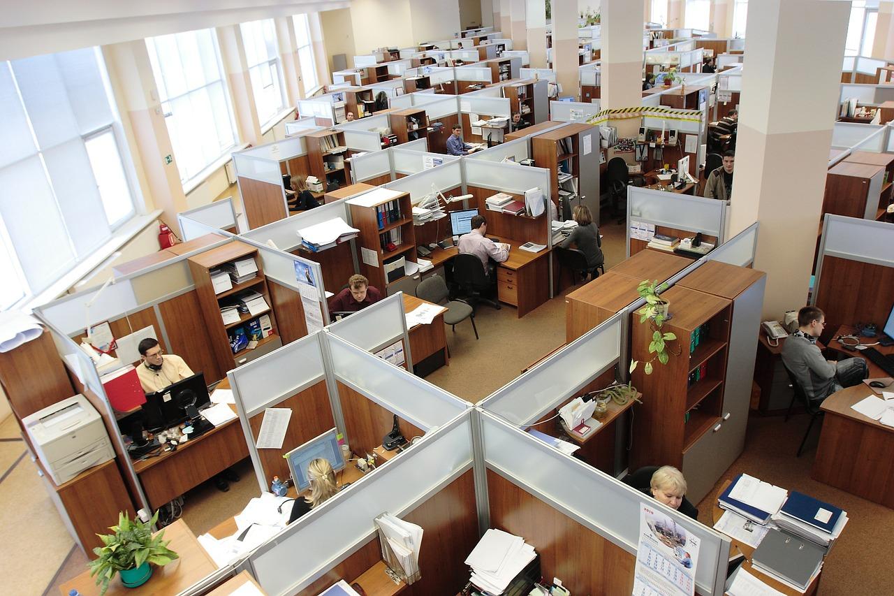 ter uma equipe unida. Inter Offices Móveis para Escritórios SP #6D3F25 1280x853