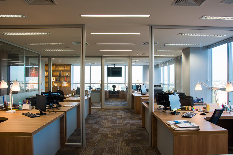 Móveis para escritório – A importância da iluminação no ambiente de trabalho